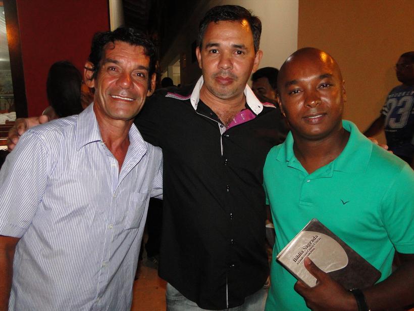 Irmão Edvaldo e Elzita Família que acolheu Gustavo e Wellington.